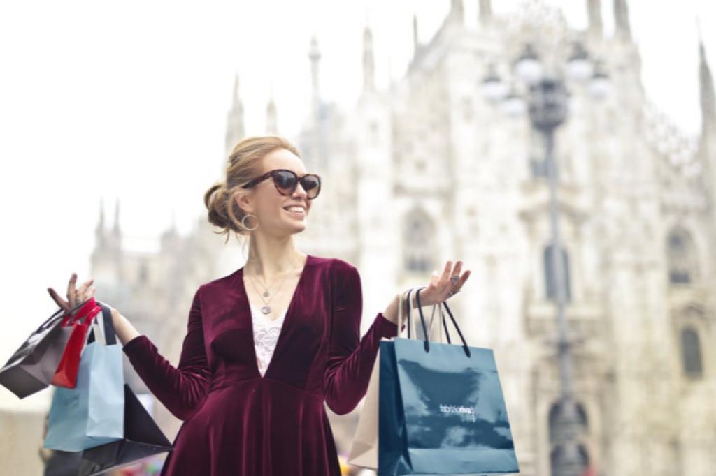 62f218332739 Sådan køber den moderne kvinde tøj indenfor ...
