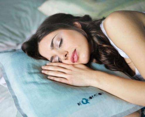 sovende kvinde